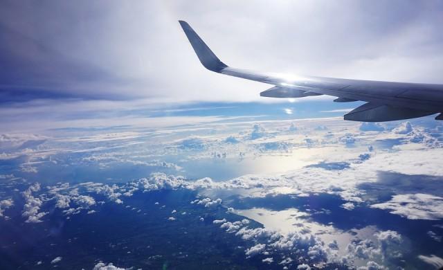 Авиокомпания иска 106 хил. долара от жена, заради опасен инцидент
