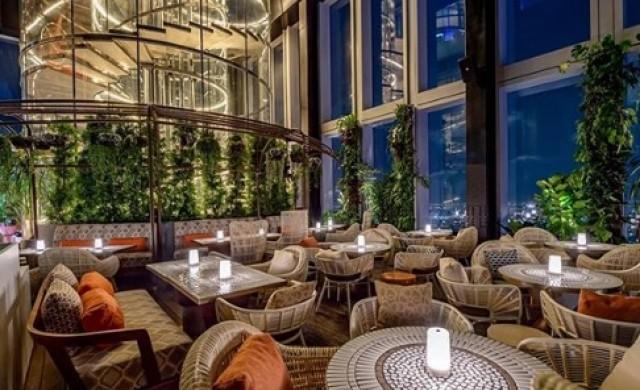Бар на 77-ия етаж с удивителна гледка и вкусна храна (снимки)