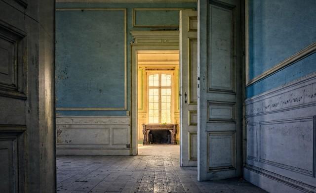 Красиви изоставени, но величествени сгради от цял свят