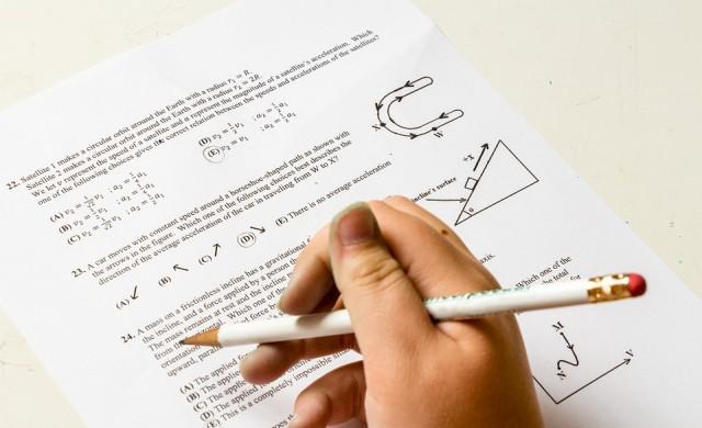 Матури 2020: Само 8 пълни шестици по БЕЛ, 349 по математика