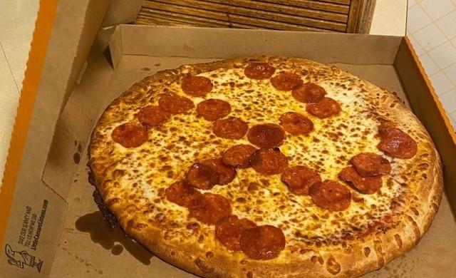 Семейство от Охайо получи шокираща доставка - пица със свастика