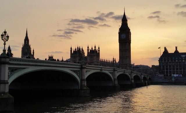 Великобритания запазва карантината за пристигащите от България