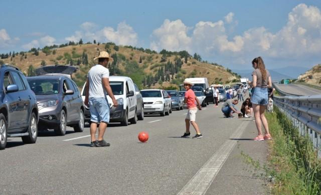 10-километрова опашка се образува на границата с Гърция