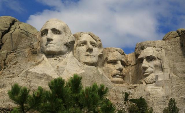 Тръмп заклейми вандалите в реч по случай националния празник