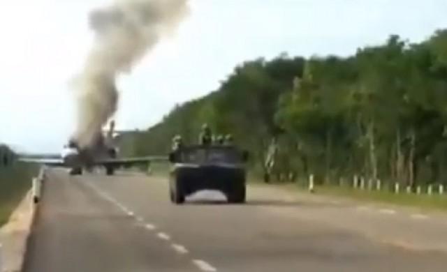 Наркотрафиканти подпалиха самолета си, за да се спасят