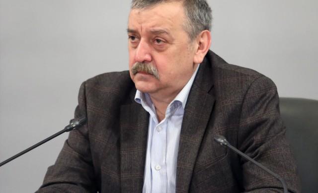 Проф. Кантарджиев: До седмица случаите ще започнат да намаляват