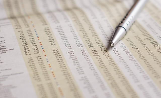 Акциите се колебаят в очакване на отчетния сезон