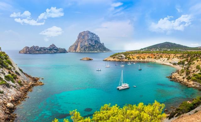 Остров подарява седмица ваканция на здравни работници от Европа