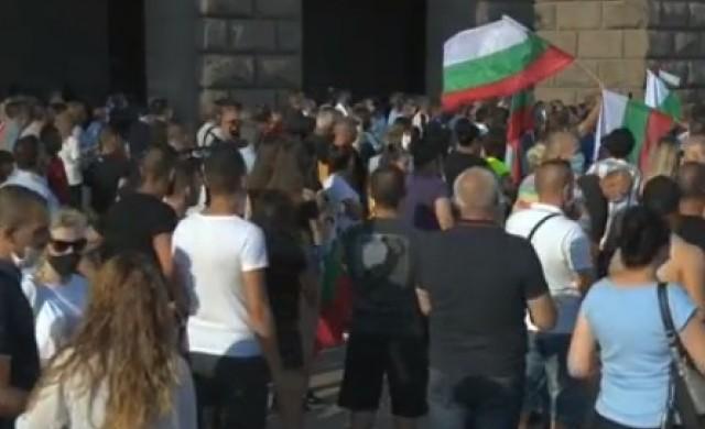 Ескалира напрежението между двата протеста в София