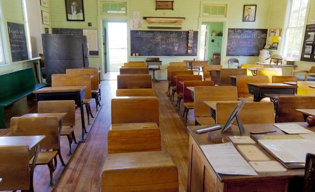 Economist: Ползите от отварянето на училищата са много повече от рисковете
