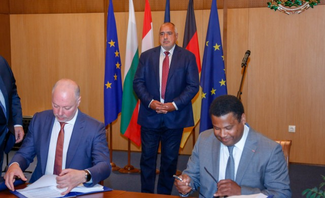 Подписаха концесионния договор за летище София