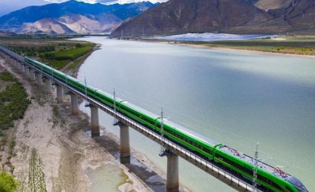 Първият високоскоростен влак в Тибет вече е в движение