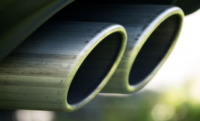 70% от колите може да не минат годишен преглед заради екостикерите