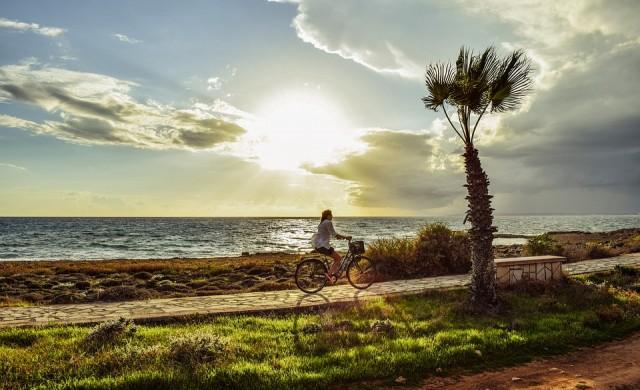 В Кипър бонус море за ваксинираните