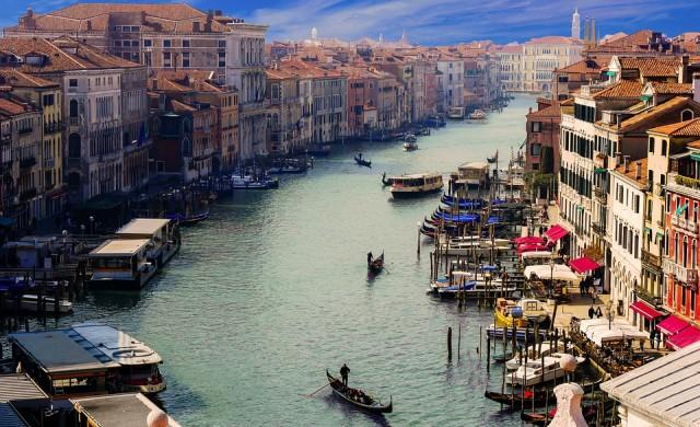 Венеция забранява големите круизни кораби от 1 август