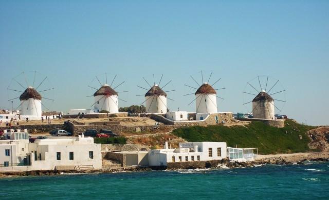 Миконос и Санторини в оранжевата COVID-зона, открити са големи огнища