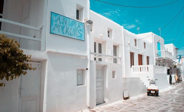 Полицейски час и други ограничения въвеждат на остров Миконос