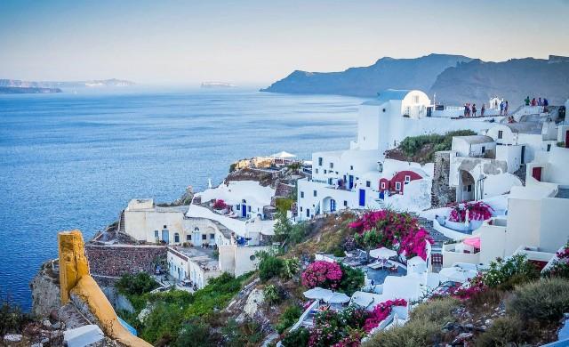 Още гръцки острови под риск от строги противоепидемични мерки