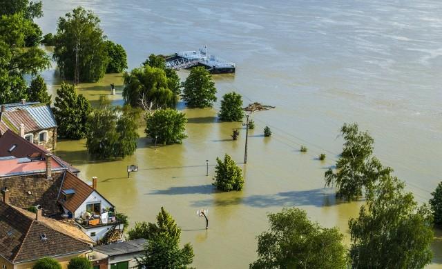 След наводненията в Западна Европа - шокиращи и зловещи гледки (снимки)