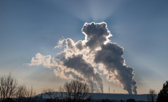 МАЕ: Глобалните въглеродни емисии ще достигнат нов рекорд през 2023 г.