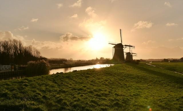 Как Нидерландия отвоюва земята си от морето?
