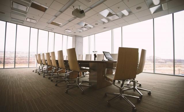 Служителите в Лондон искат пари, за да се върнат офисите