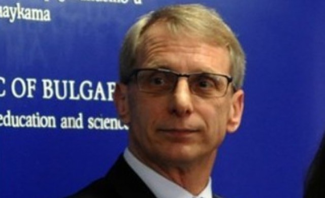 Николай Денков: Целта е 70% от учителите да са ваксинирани до септември