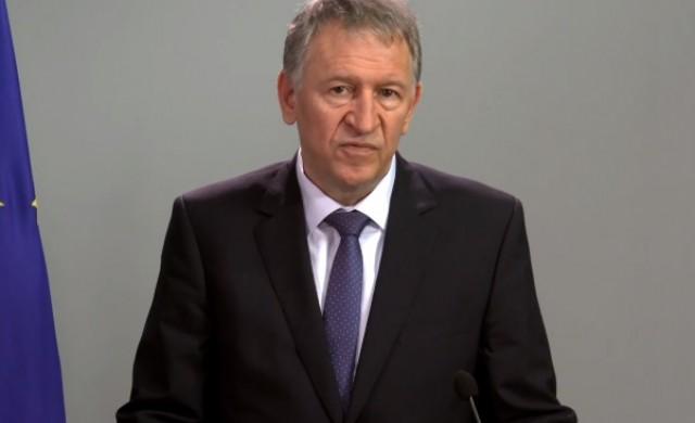 Министър Кацаров издаде три заповеди във връзка с епидемичната обстановка