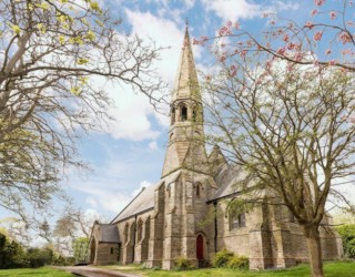 Продава се 150-годишна църква, превърната в жилищна сграда