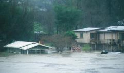 Поройните дъждове взеха първите пет жертви