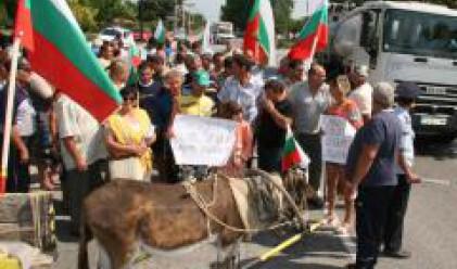 Млекопроизводителите продължават протестите