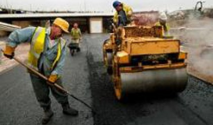 Бургаспътстрой АД ремонтира път в Карнобат