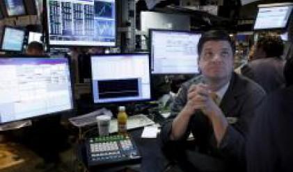 Dow Jones губи повече от 300 пункта от началото на седмицата