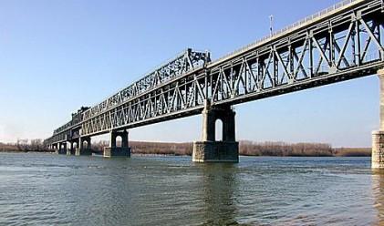 Румънци отпускари задръстиха Дунав мост
