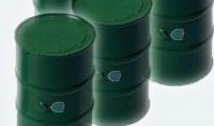 Петролът отстъпи след мрачни прогнози за потреблението