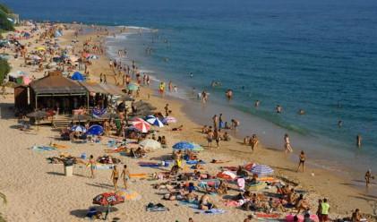 Събориха гигантската шатра на плажа в Лозенец