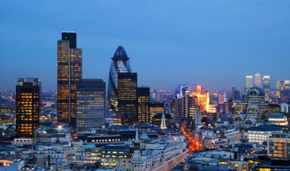 Заплатите на лондонските банкери нарастват с 6% през юли