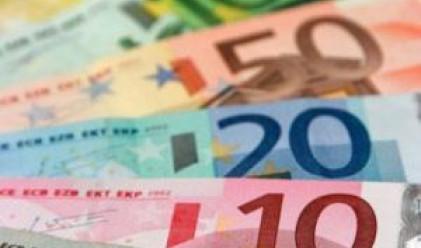 Еврото достига двуседмичен минимум