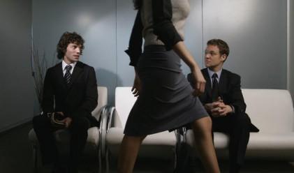 Красивите жени повишават производителността в офиса