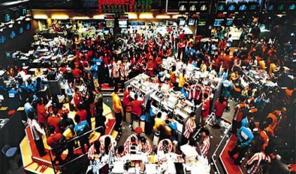 Спад за азиатските индекси, ръст за долара