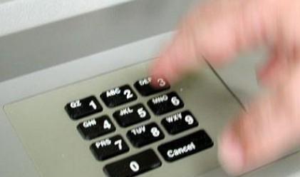 Банките вдигнаха двойно таксите за теглене от банкомат