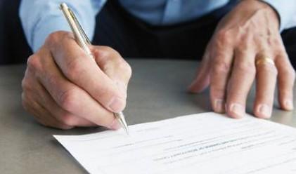 Застрахователите с 3.5% спад на премийния приход до юни