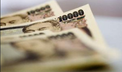 Отново бягство към долара и йената