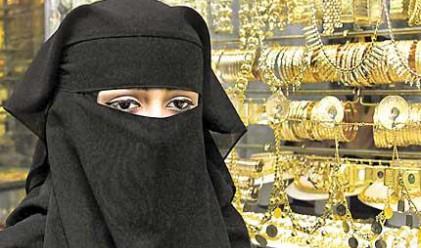 В Саудитска Арабия позволиха на жени да са касиерки
