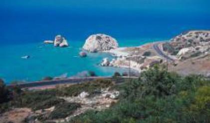 Тройна криза в Кипър–политическа, икономическа, национална