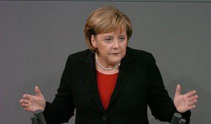 Французите вярват повече на Меркел отколкото на Саркози