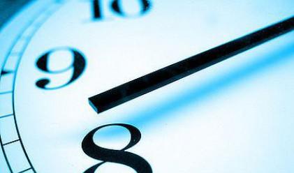 Гръцките чиновници ще трябва да работят по 8 часа