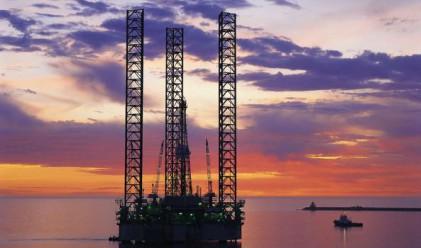 Петролът поевтиня до 81 долара за барел днес