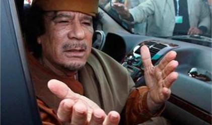 Превзеха резиденцията на Кадафи, той избяга