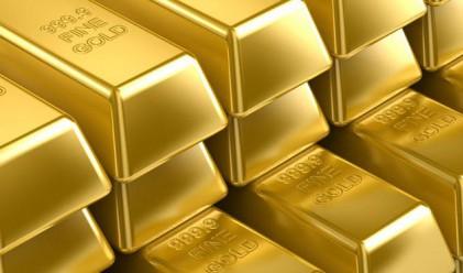 Доларът поскъпва, златото пада